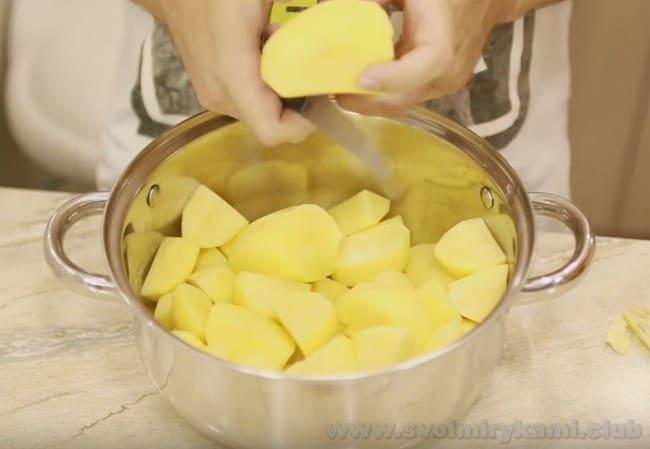 Самый простой рецепт картофельного пюре - с молоком.