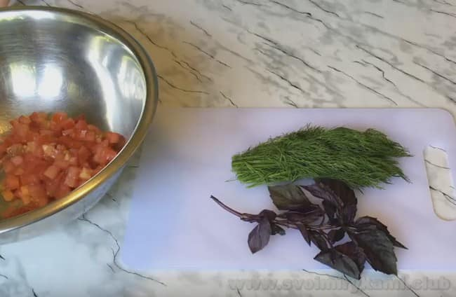 Среди рецептов кабачков, фаршированных с мясом в духовке лодочки остаются очень популярными.