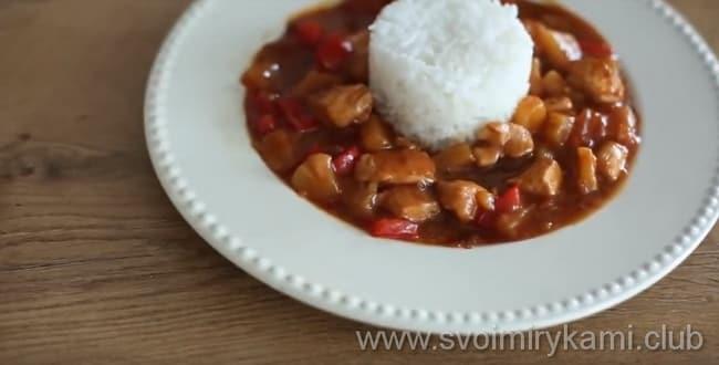 Курица в кисло сладком соусе лучше всего подойдет к рису