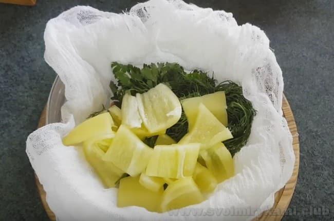 Это очень вкусный и простой рецепт соуса из помидоров на зиму.