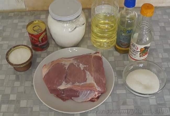 Вот все ингредиенты, который потребуются нам для приготовления свинины по-китайски в кисло-сладком соус.