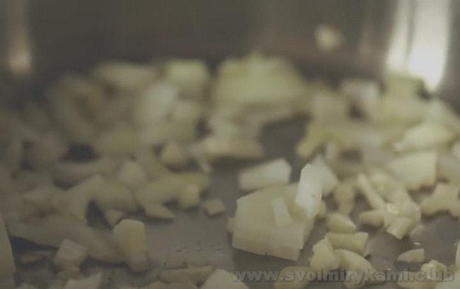 Приготовления жареных лисичек с картошкой не займет у вас много времени.