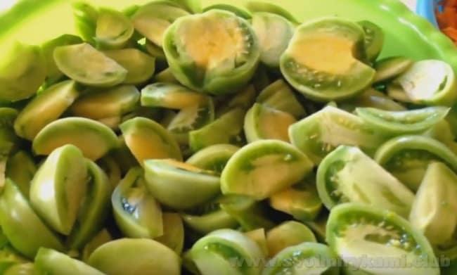Зеленые помидоры в томатном соусе на зиму - весьма оригинальный и несложный в приготовлении рецепт