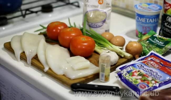 Чтобы вкусно приготовить фаршированные кальмары, возьмем такие ингредиенты