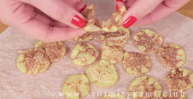 Чипсы из картошки в микроволновке готовы