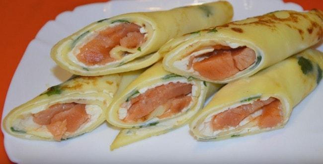 Как приготовить вкусные блины с лососем и сливочным сыром Филадельфия