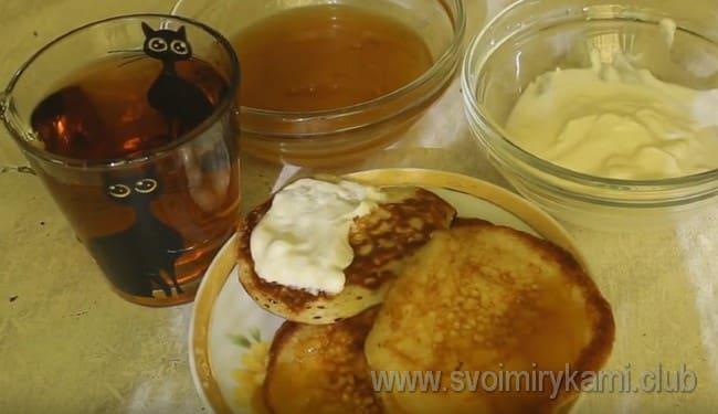 Попробуйте приготовить такие пышные оладьи на молоке с дрожжами по нашему рецепту, это очень вкусно!