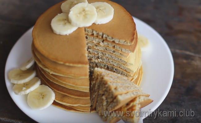 Опробуйте такой простой рецепт ароматных банановых панкейков.