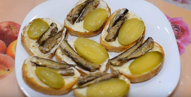 Рецепт приготовления вкусных бутербродов со шпротами