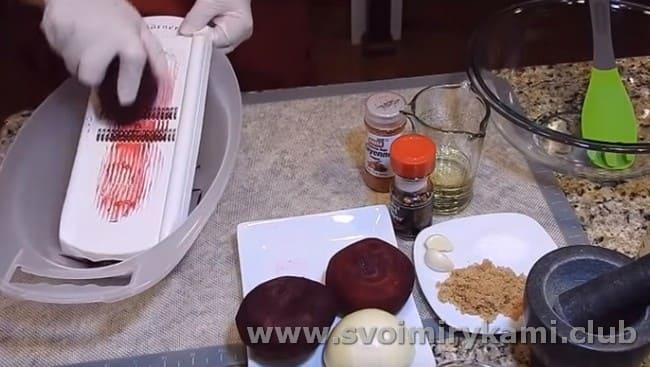 Предлагаем вашему вниманию простой рецепт приготовления свеклы по-корейски в домашних условиях.