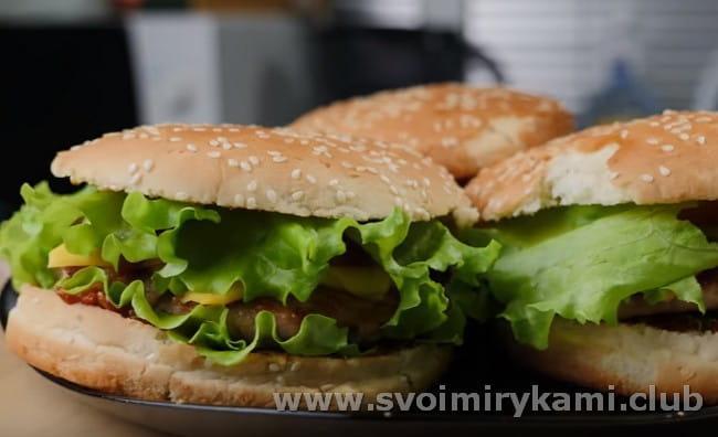 Теперь вы знаете лучший рецепт того, как приготовить бургер в домашних условиях.