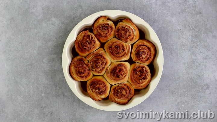 булочки с корицей из слоеного теста вкусный рецепт с фото