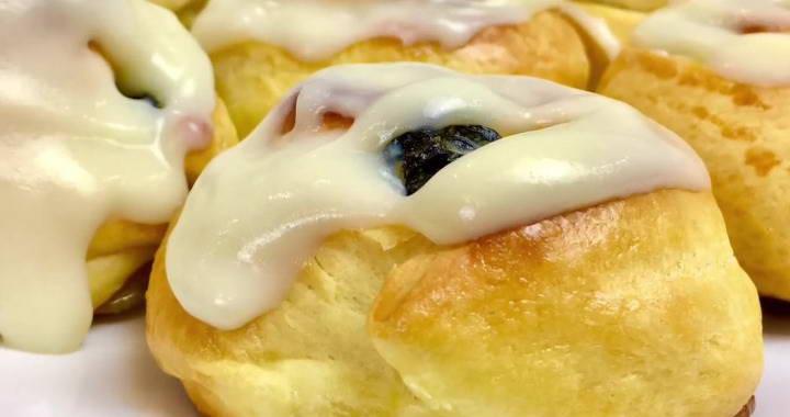 Итальянские булочки с заварным кремом и изюмом