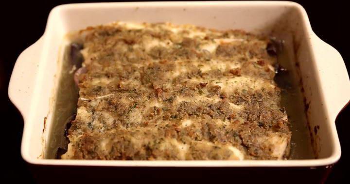 Филе хека, запеченное в духовке под пряной корочкой