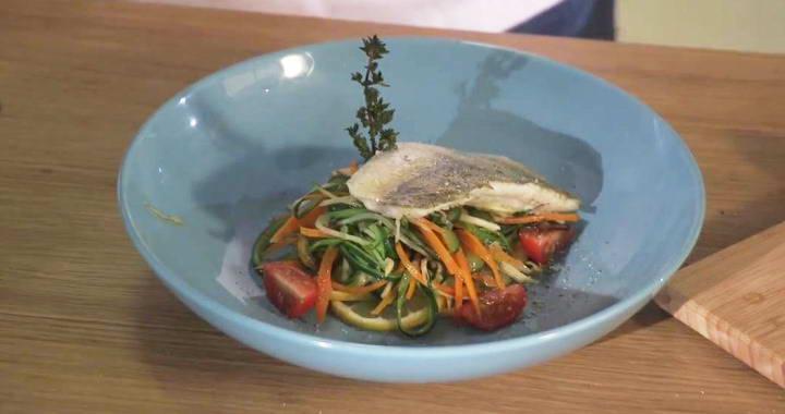 Филе судака с овощами, запеченное в пергаменте в духовке