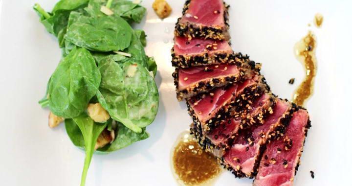 Филе тунца в панировке из кунжута — очень легкий рецепт ресторанного блюда