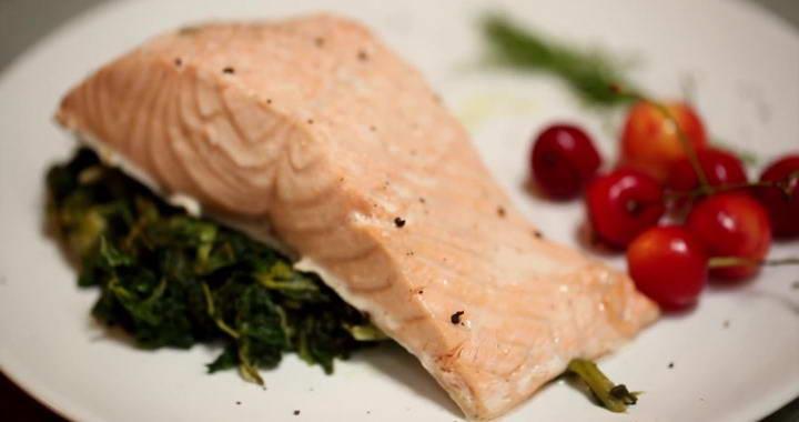 Горбуша на пару со шпинатом — легкий, невероятно полезный и вкусный рецепт