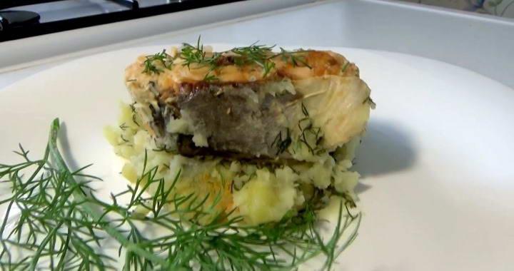 Вкусная горбуша, запеченная в духовке в фольге с пюре из картошки 🐟