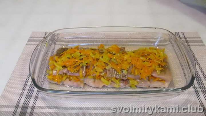 горбуша в духовке с луком и морковью быстрый рецепт