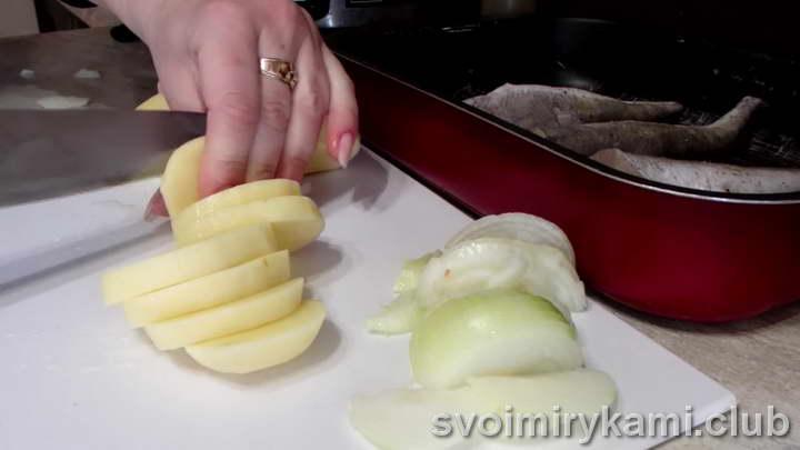 хек в духовке рецепты под соусом