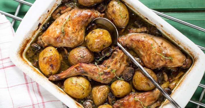 Кролик, запеченный с картошкой в духовке — одно из самых вкусных, сытных и неэнергозатратных блюд