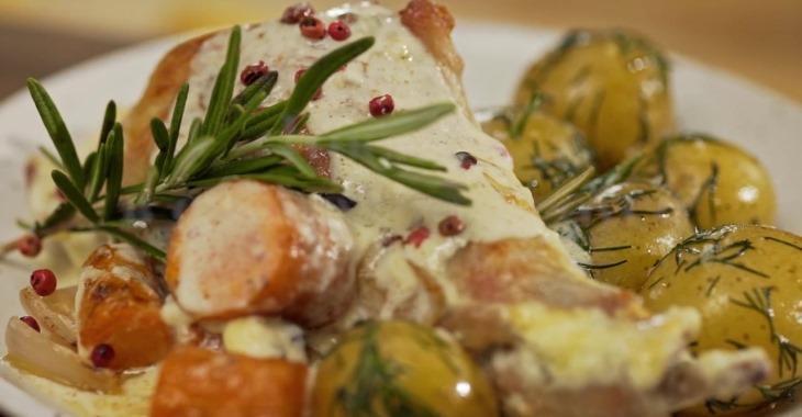 Безумно ароматный кролик с овощами в сливочном соусе