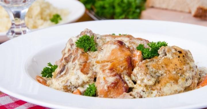 Кролик в сметане с грибами в духовке — вкусно и полезно