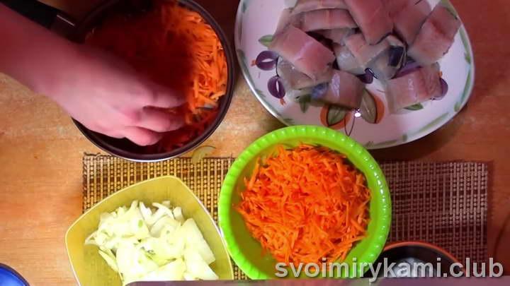 минтай на сковороде с луком и морковью рецепты с фото