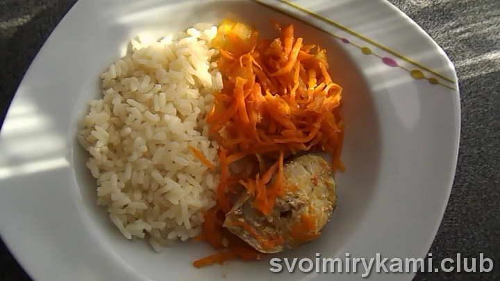 минтай в духовке с морковью и луком видео