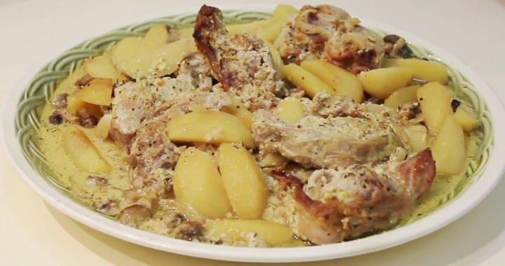 Рецепт запекания кролика с картошкой и грибами в сметано-горчичном соусе в духовке в рукаве