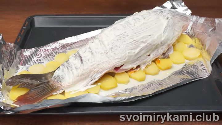 рыба в духовке с соусом