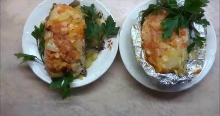 Семга, запеченная с картошкой в духовке — праздничный рецепт