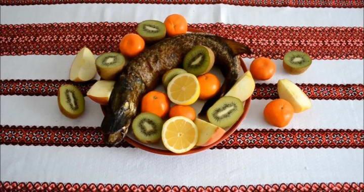 Фаршированная щука с салом, запеченная в духовке — очень вкусное праздничное блюдо