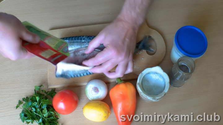 скумбрия с овощами в духовке простой рецепт