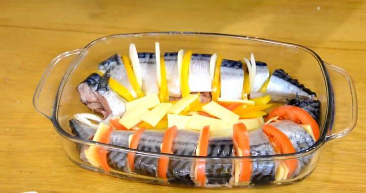 Запеченная скумбрия с овощами — просто, сочно и красиво