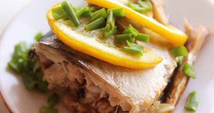 Рецепт вкусной запеченной скумбрия с овощами в мультиварке