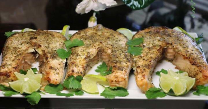 Запеченный в духовкке стейк из лосося — изысканный и вкусный рецепт