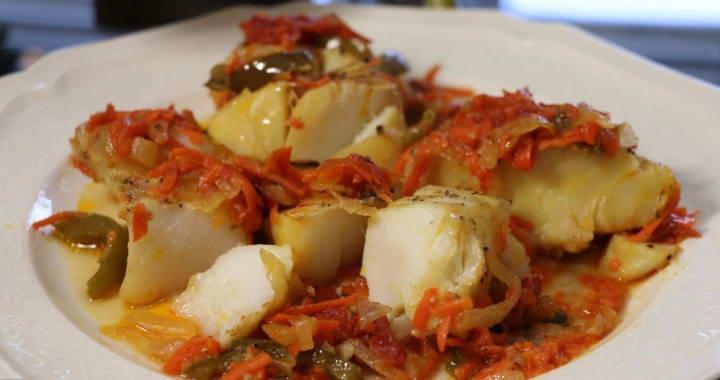Рецепт запеченной трески в томатно-овощном соусе в духовке