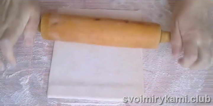 ватрушки из слоеного теста с творогом рецепт