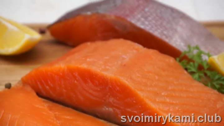 засолка красной рыбы видео
