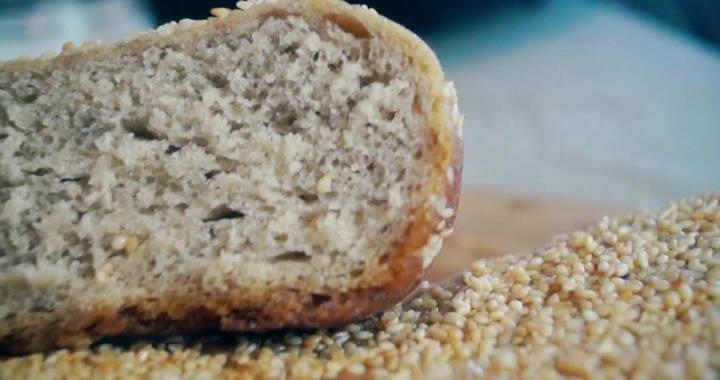 Ржаной хлеб с кунжутом — готовим в мультиварке 🍞