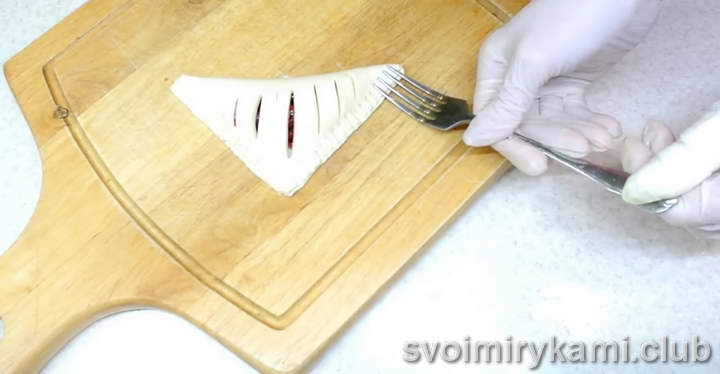 слойки с вишней из слоеного теста рецепт приготовления