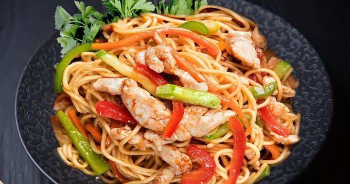 Лапша Вок с курицей и овощами в китайском стиле🍜