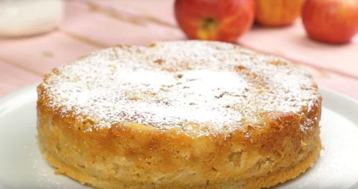 Сочная, нежная и вкусная постная шарлотка с яблоками 🥧