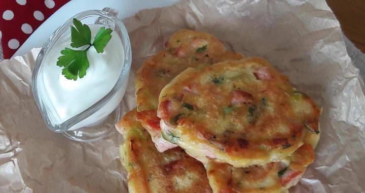 Очень вкусные оладьи с сыром, колбасой и овощами на кефире🧀