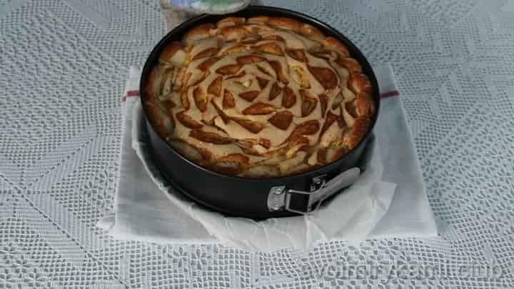 Пышная и самая вкусная шарлотка с яблоками