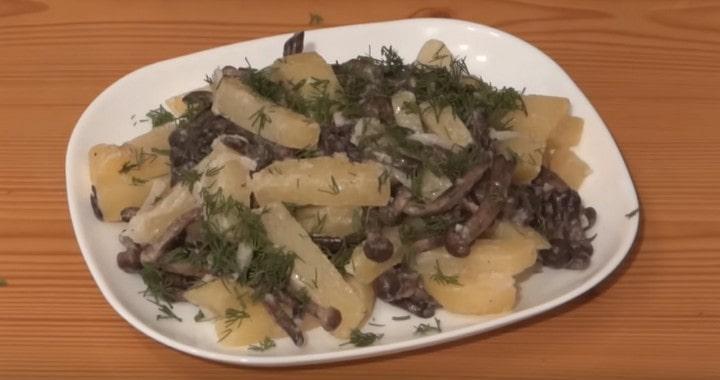 Вкусная картошка с опятами в сметане 🍄