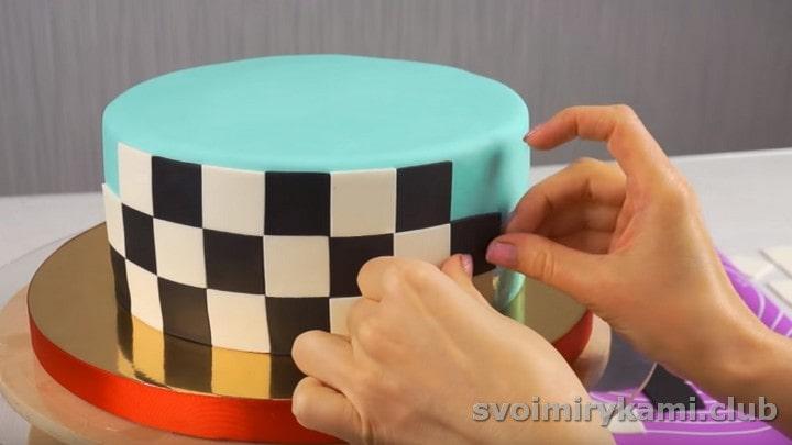 оформляем бока торта.