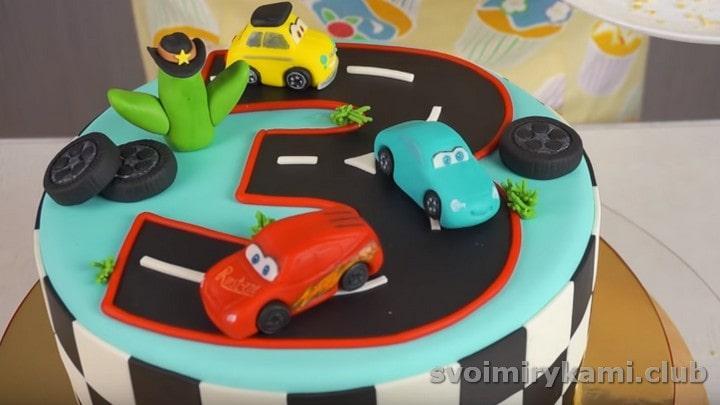 роскошный детский торт с машинками готов!