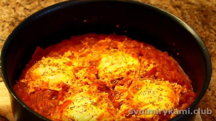 Жареные помидоры с яйцами это оригинальная замена привычной яичнице с помидорами.